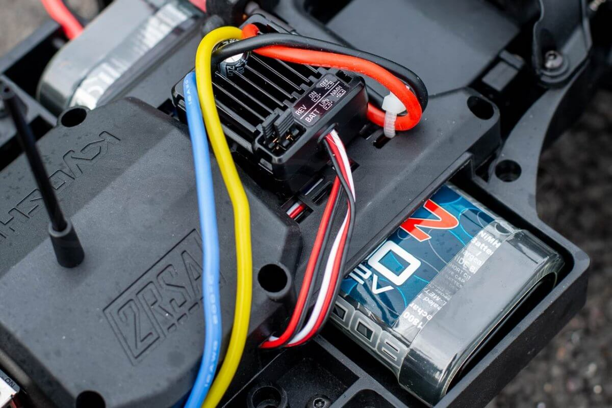 Kyosho Outlaw Rampage Review ESC battery NiMh