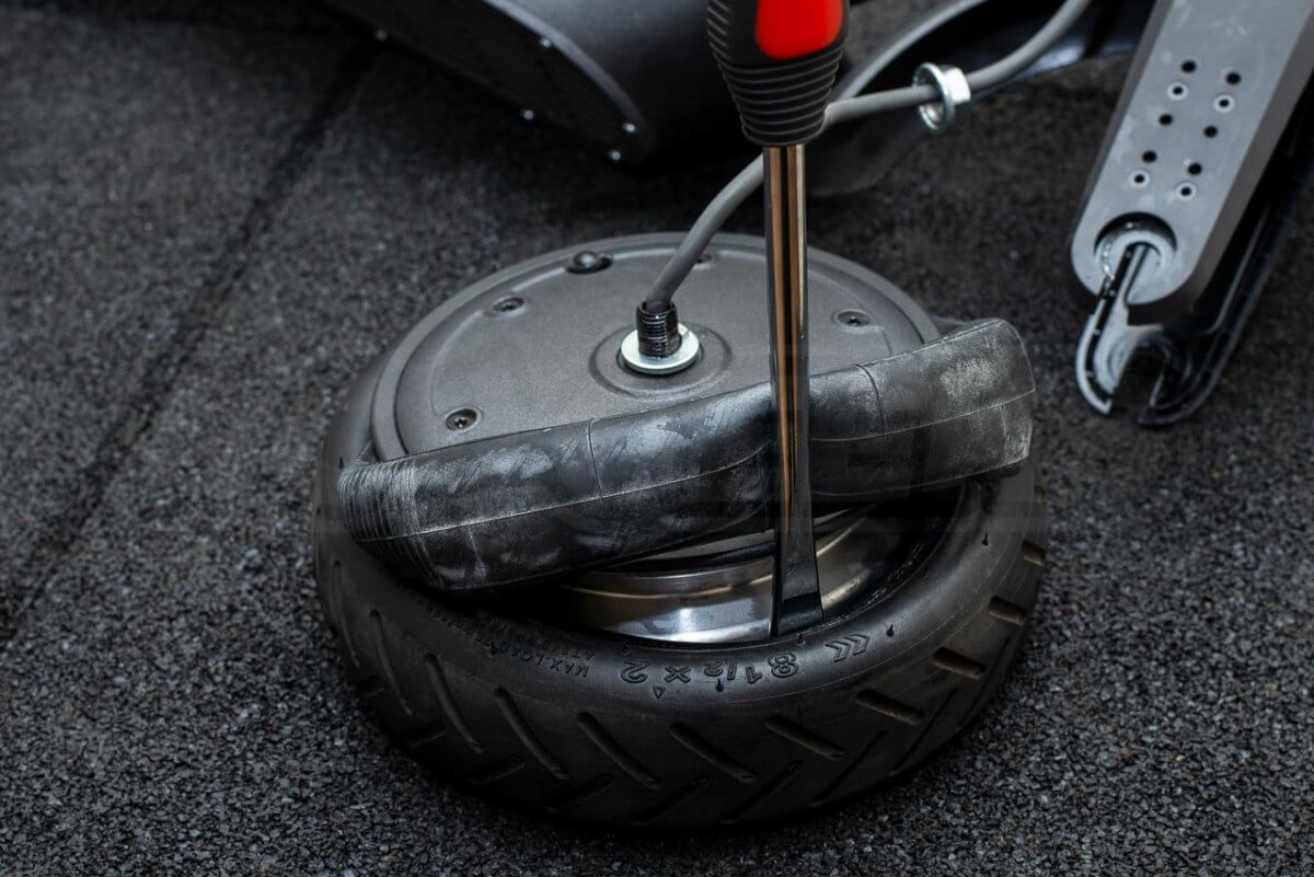 Mi Electric Scooter M365 Tyre Tire change guide tutorial puncture repair front wheel 23 lever tyre on half way
