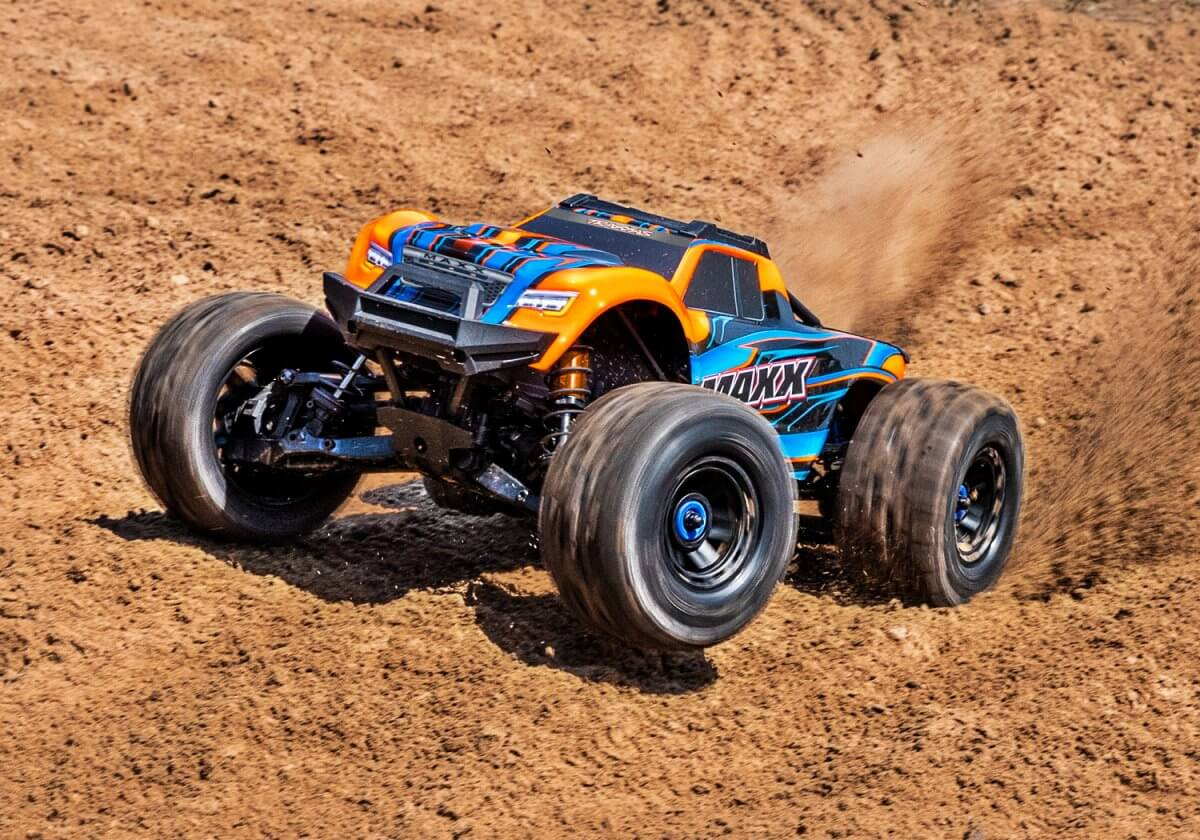 Traxxas Maxx UK release colour orange blue