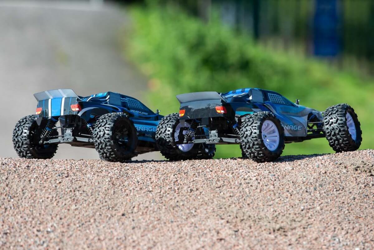 FTX Carnage Brushed versus Brushless comparison rear of cars