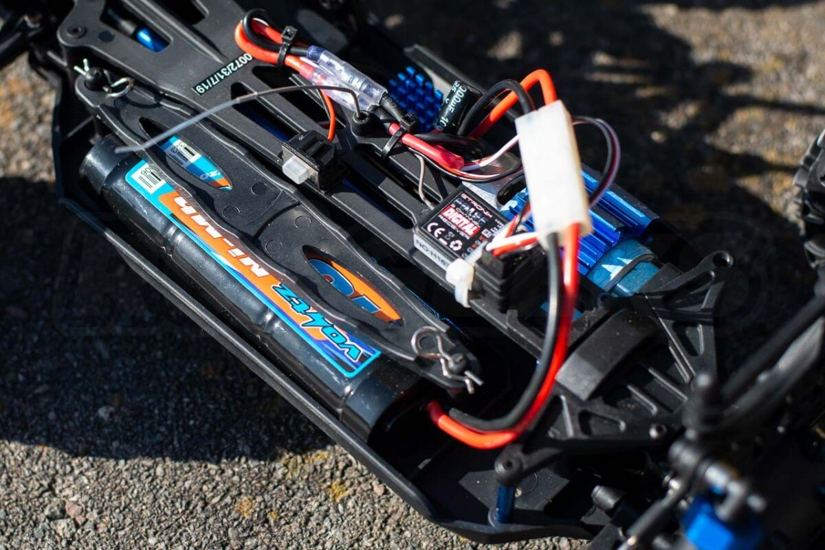 FTX Carnage Brushed versus Brushless comparison review brushed battery