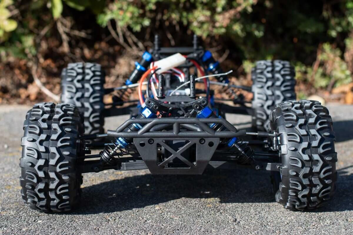 FTX Carnage Brushed versus Brushless comparison review brushed chassis front