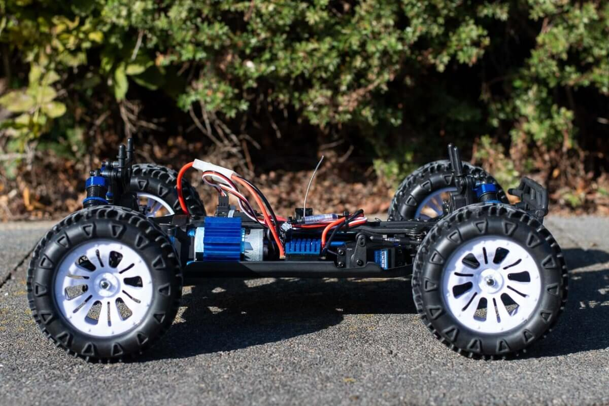 FTX Carnage Brushed versus Brushless comparison review brushed chassis side