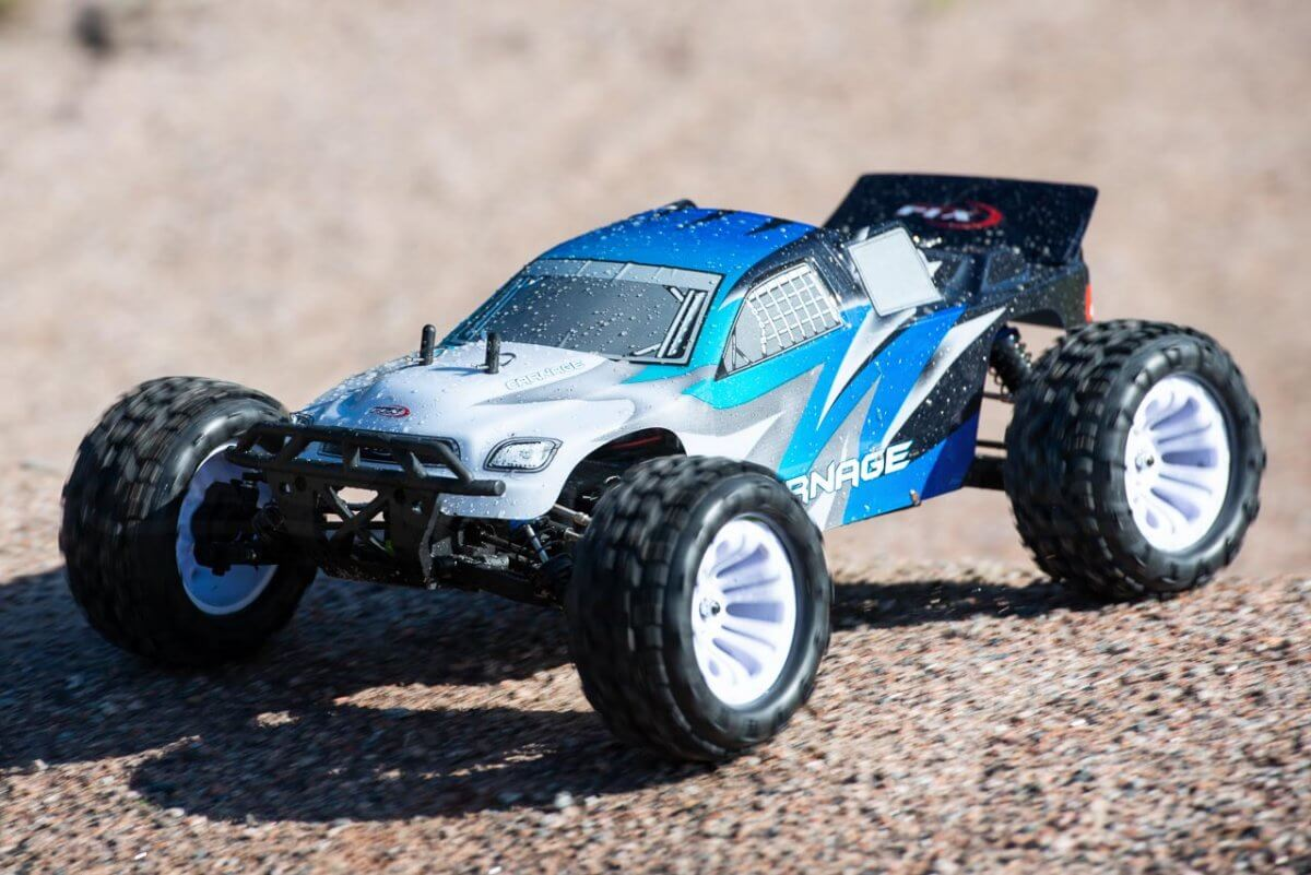 FTX Carnage Brushed versus Brushless comparison review brushed drying off