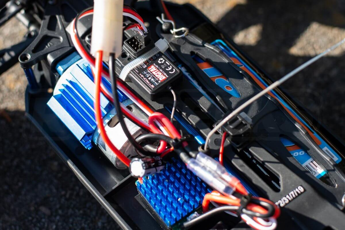 FTX Carnage Brushed versus Brushless comparison review brushed electronics