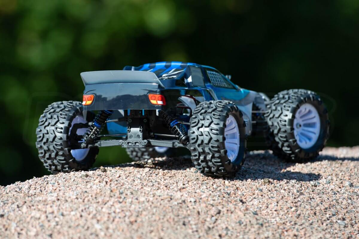 FTX Carnage Brushed versus Brushless comparison review brushed rear