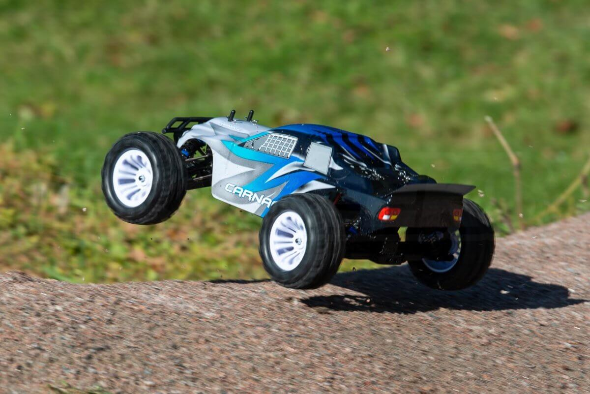 FTX Carnage Brushed versus Brushless comparison review brushed takeoff