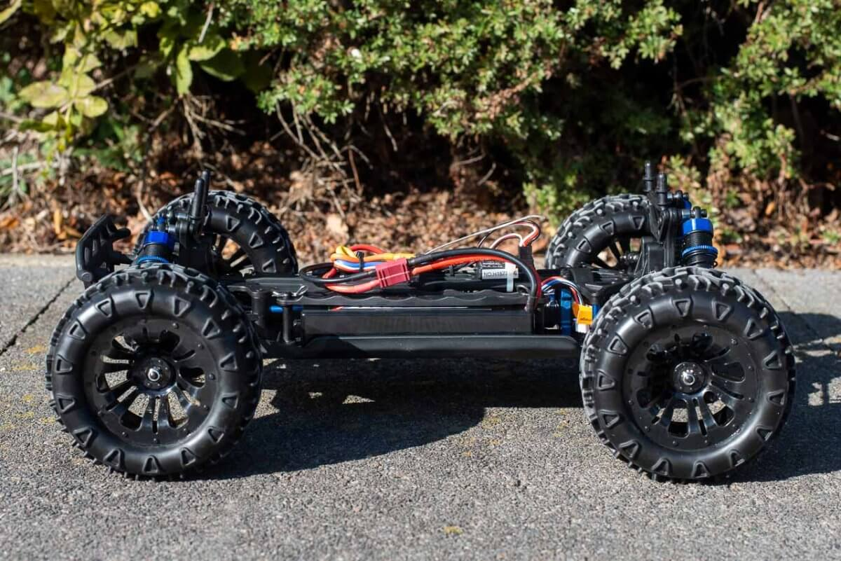 FTX Carnage Brushed versus Brushless comparison review brushless chassis side