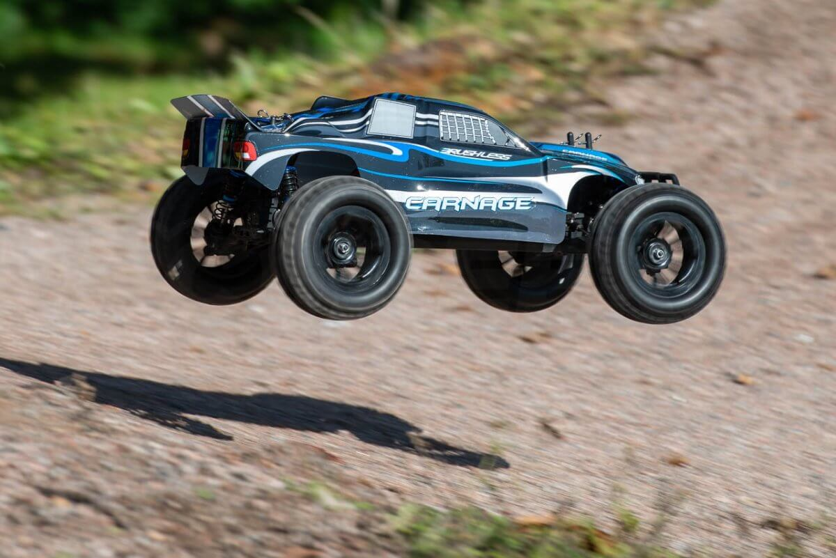 FTX Carnage Brushed versus Brushless comparison review brushless flying