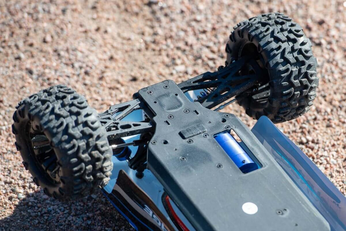 FTX Carnage Brushed versus Brushless comparison review brushless motor cooling chassis