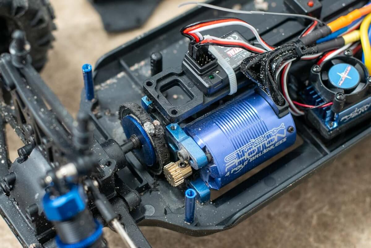 FTX Carnage Brushed versus Brushless comparison review brushless stripped spur gear metal pinion metal motor mount