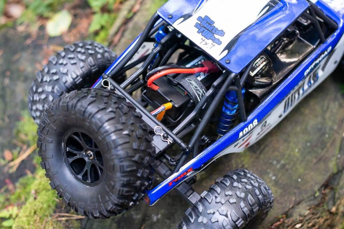 FTX Outlaw Ultra-4 Brushless Buggy Review battery access and shell clips