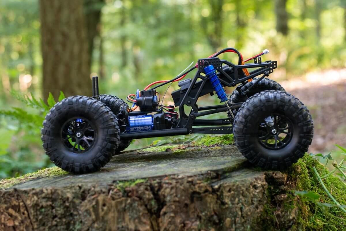 FTX Outlaw Ultra-4 Brushless Buggy Review chassis side