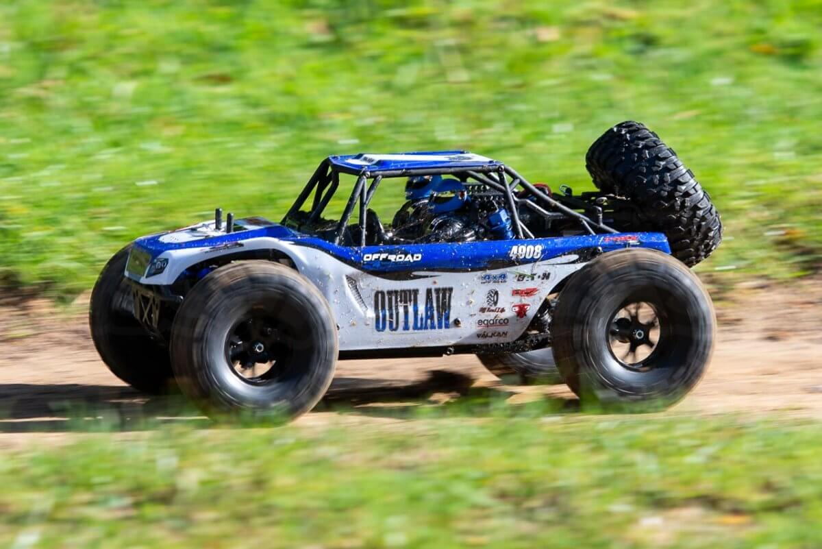 FTX Outlaw Ultra-4 Brushless Buggy Review dirt side pan