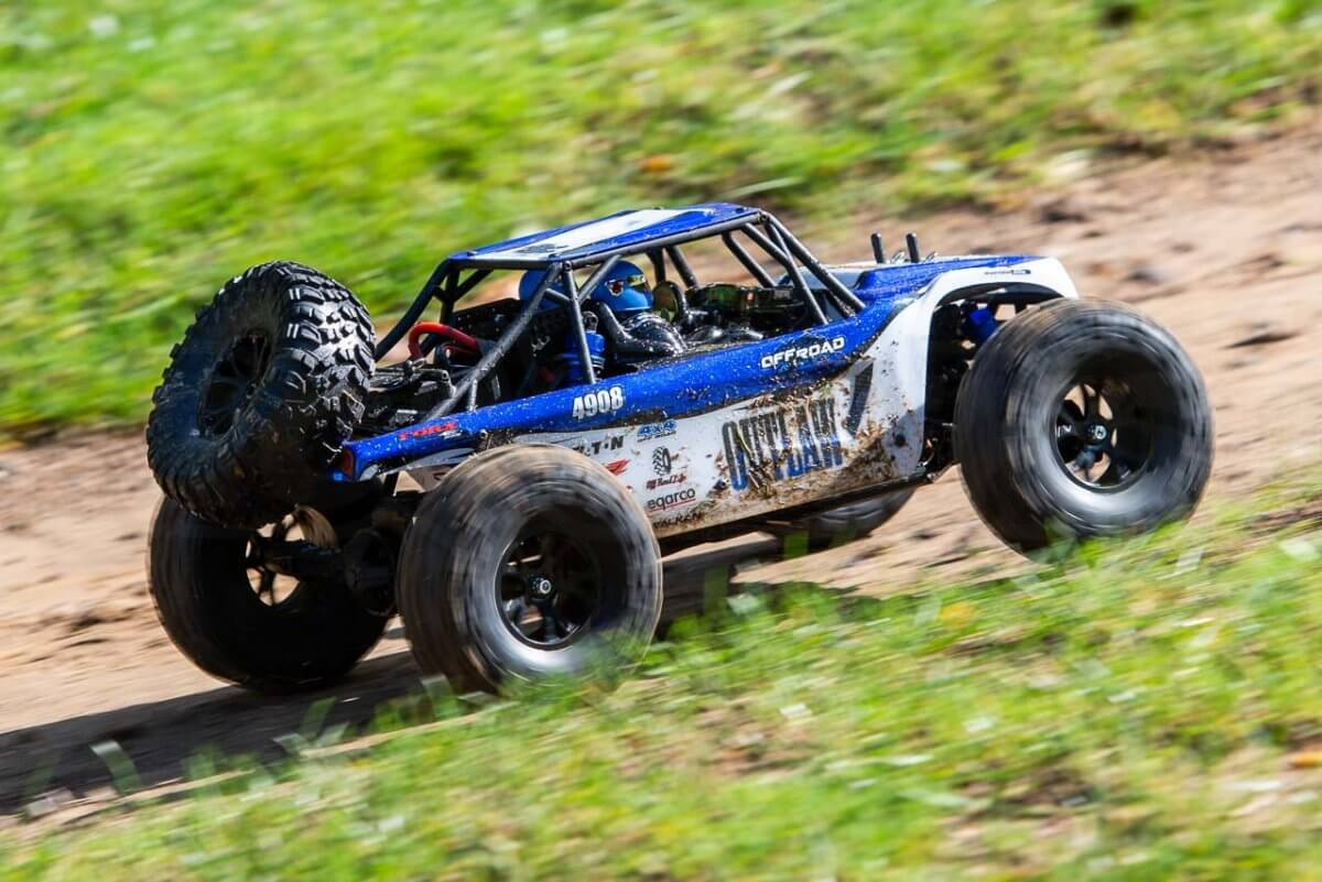 FTX Outlaw Ultra-4 Brushless Buggy Review dirt side pan three
