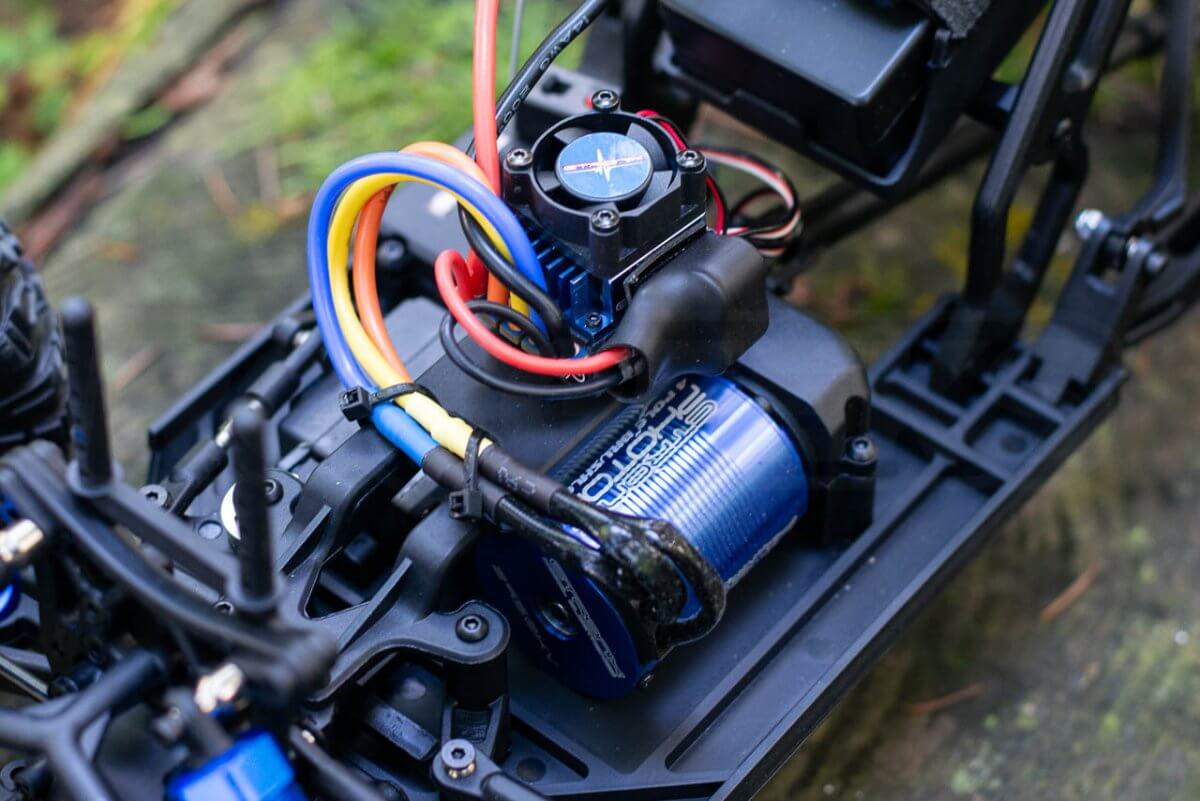 FTX Outlaw Ultra-4 Brushless Buggy Review electronics