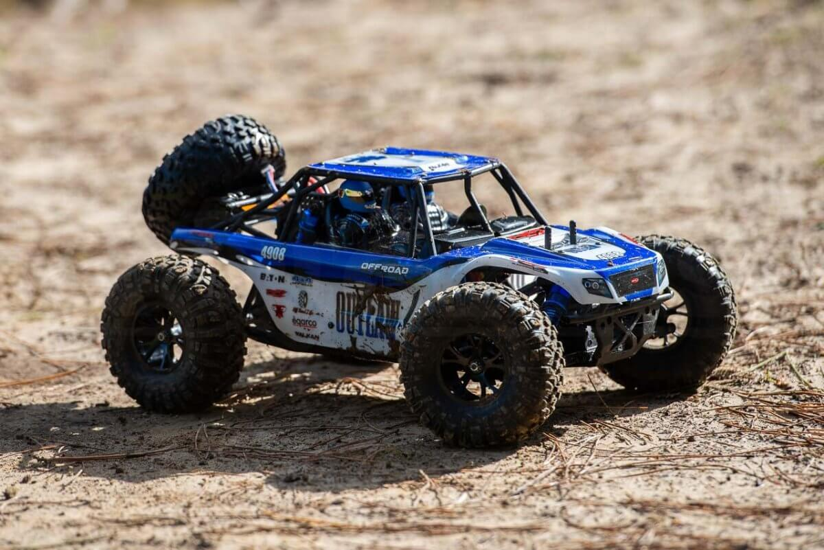 FTX Outlaw Ultra-4 Brushless Buggy Review muddied up
