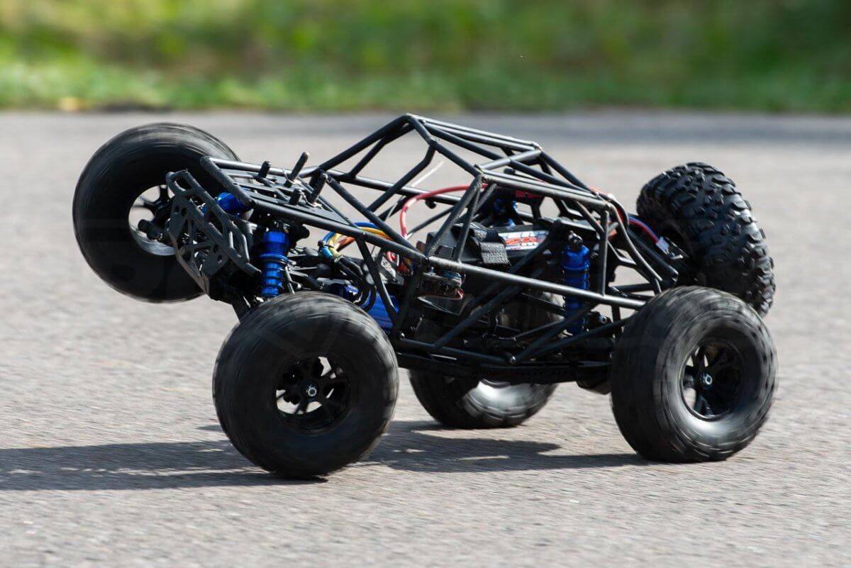 FTX Outlaw Ultra-4 Brushless Buggy Review naked chassis twist wheelie front