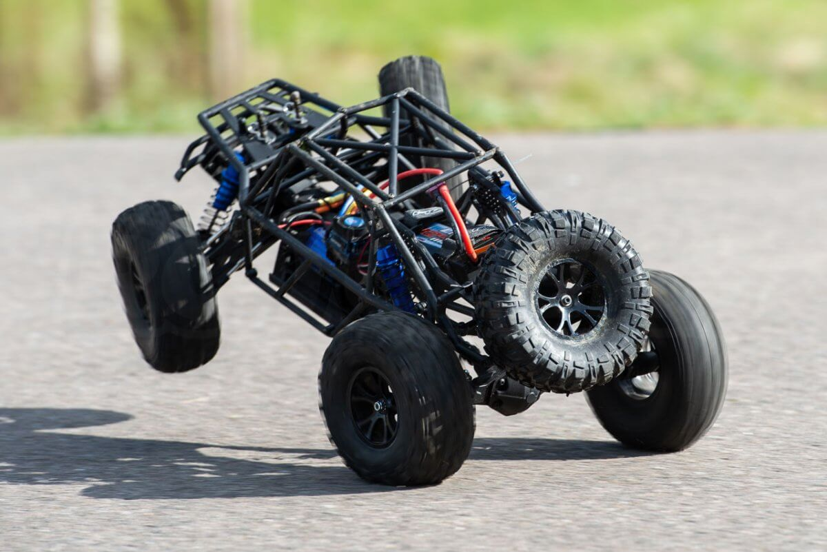 FTX Outlaw Ultra-4 Brushless Buggy Review naked chassis twist wheelie rear