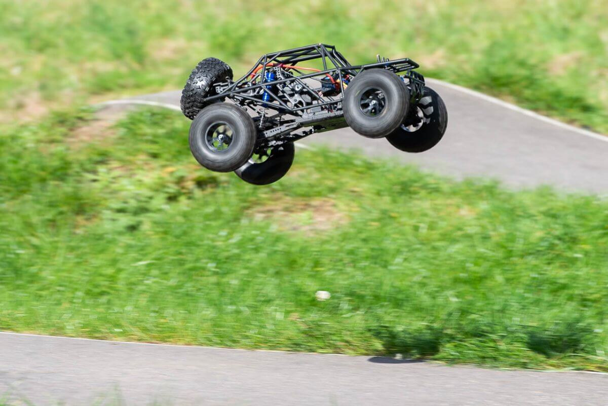 FTX Outlaw Ultra-4 Brushless Buggy Review naked jump high
