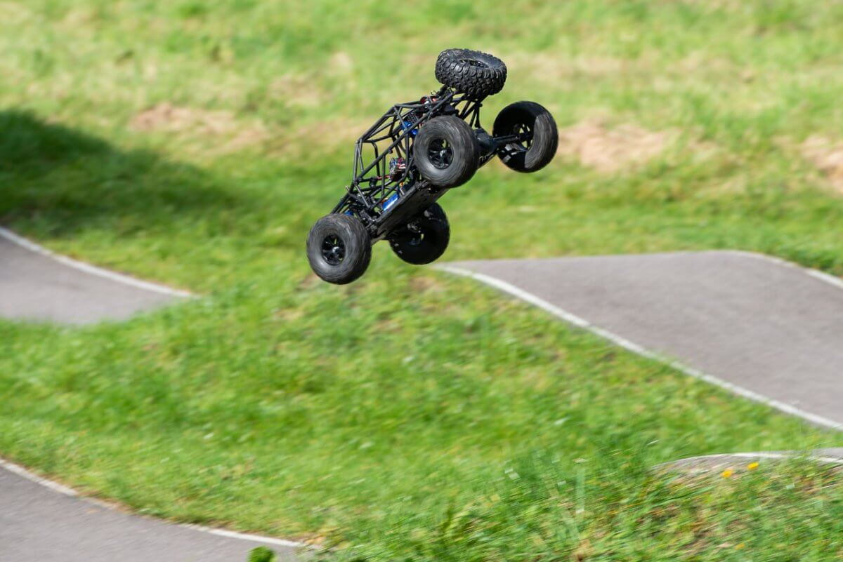 FTX Outlaw Ultra-4 Brushless Buggy Review naked jump nosedive