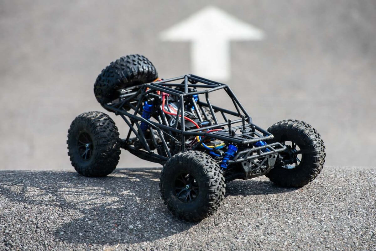 FTX Outlaw Ultra-4 Brushless Buggy Review naked rollcage front