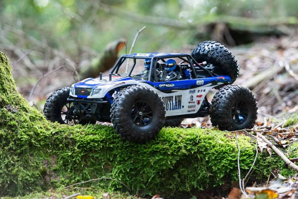 FTX Outlaw Ultra-4 Brushless Buggy Review wheel over log