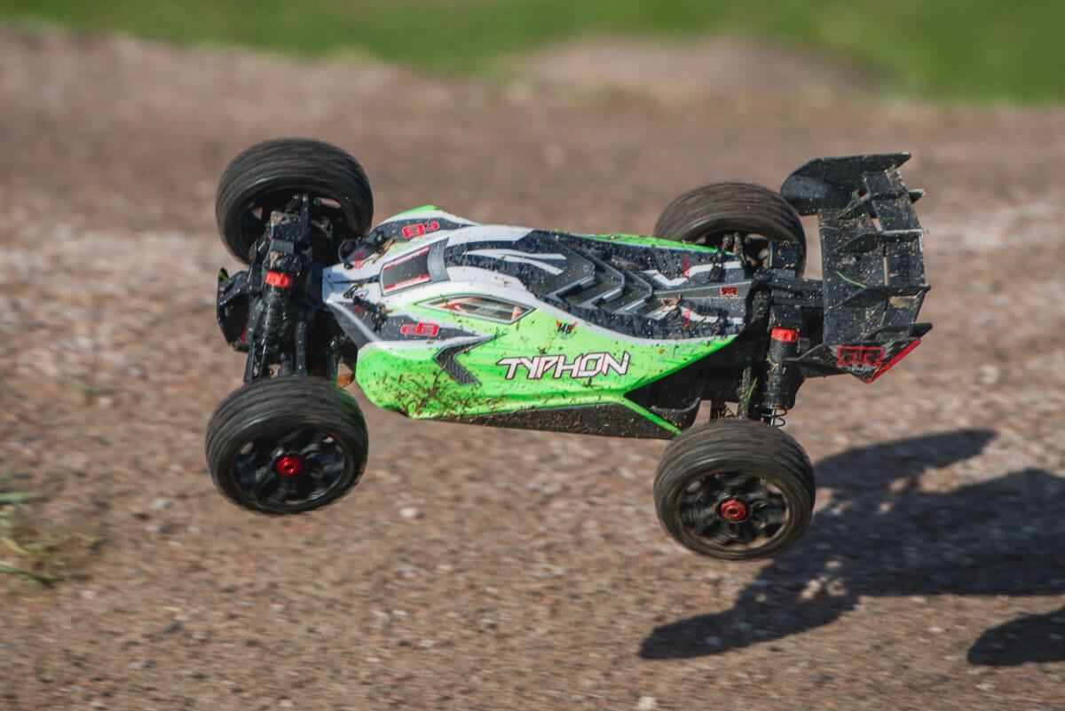 Arrma Typhon MEGA 4x4 Buggy in the air landing