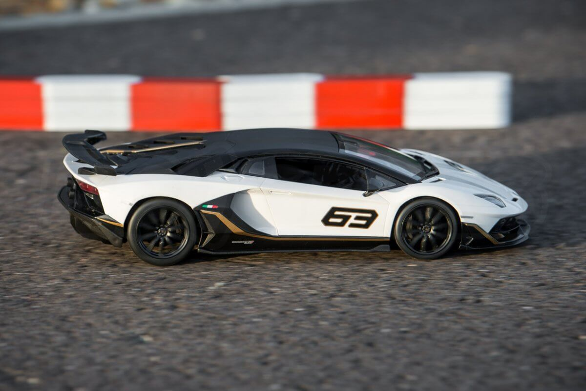 Rastar 14th Scale GT Racing cars review Lamborghini Aventador SVJ Performance engine driving right faster