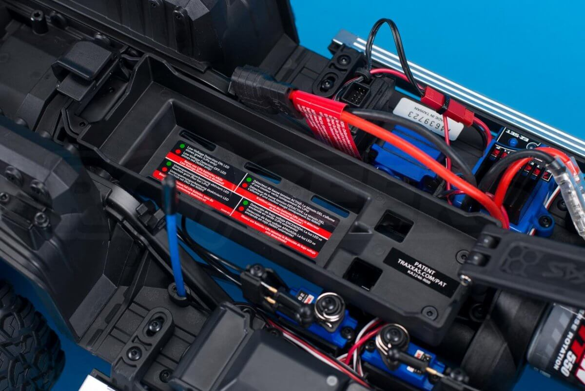 Traxxas TRX-6 Mercedes Benz G63 AMG Review battery tray empty