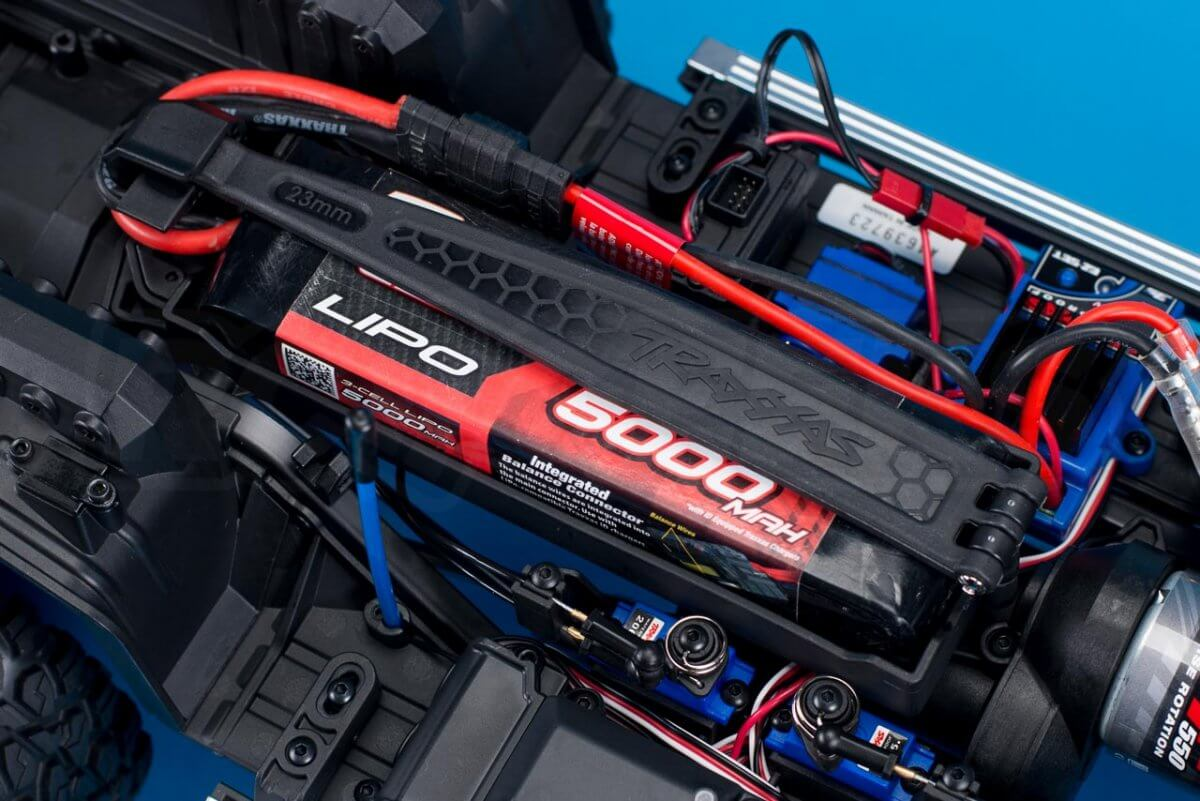 Traxxas TRX-6 Mercedes Benz G63 AMG Review battery tray full