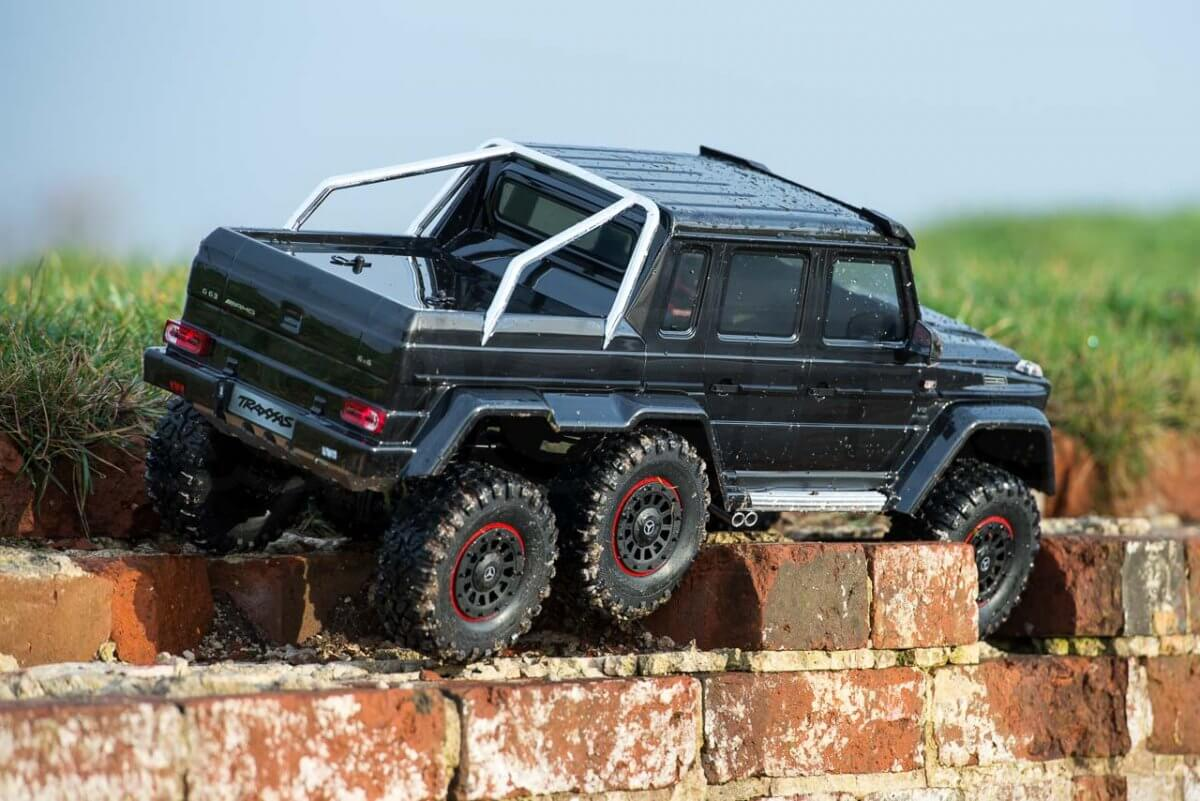Traxxas TRX-6 Mercedes Benz G63 AMG Review brickwork articulation suspension alongside