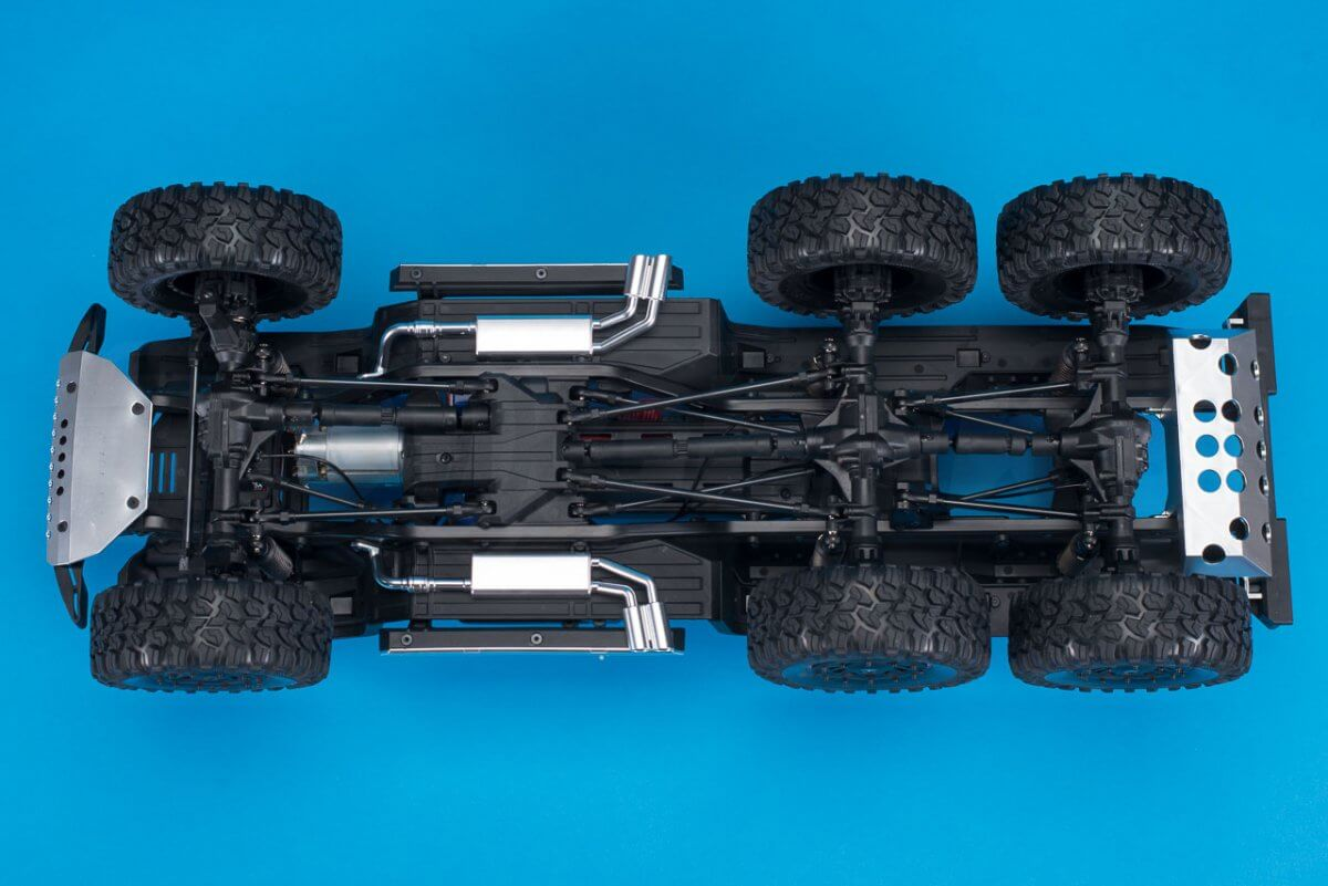 Traxxas TRX-6 Mercedes Benz G63 AMG Review chassis underside
