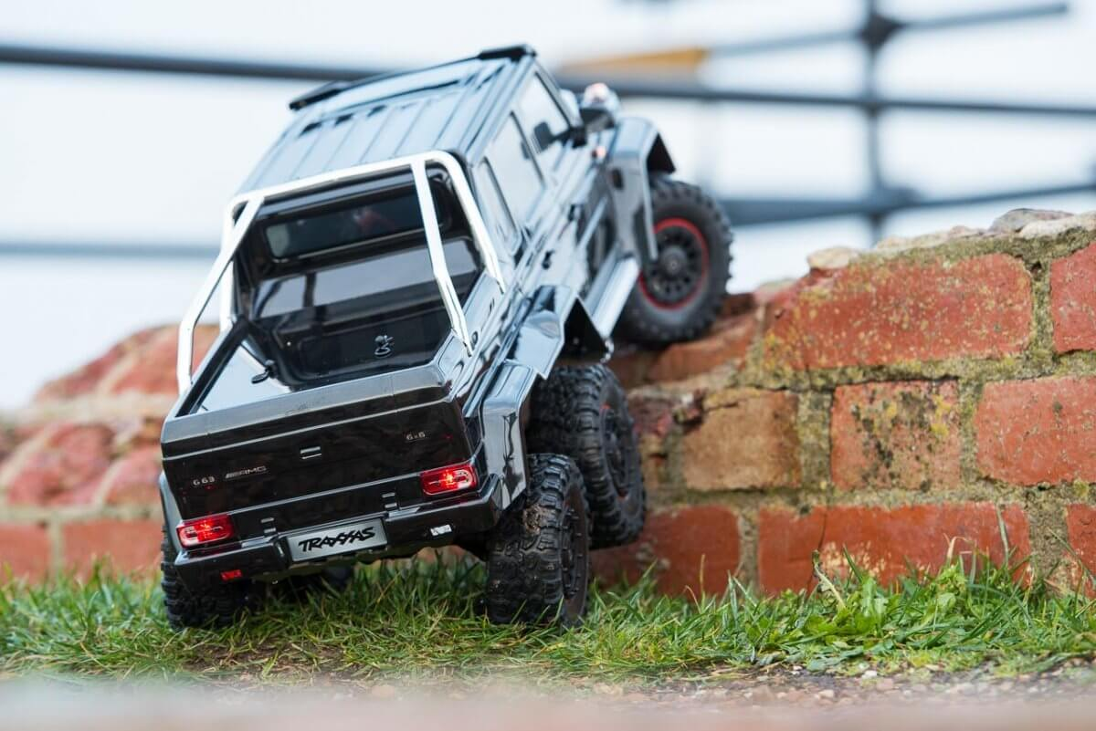 Traxxas TRX-6 Mercedes Benz G63 AMG Review climbing wall low one