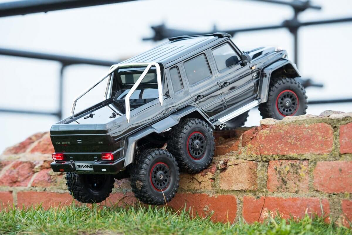 Traxxas TRX-6 Mercedes Benz G63 AMG Review climbing wall low two