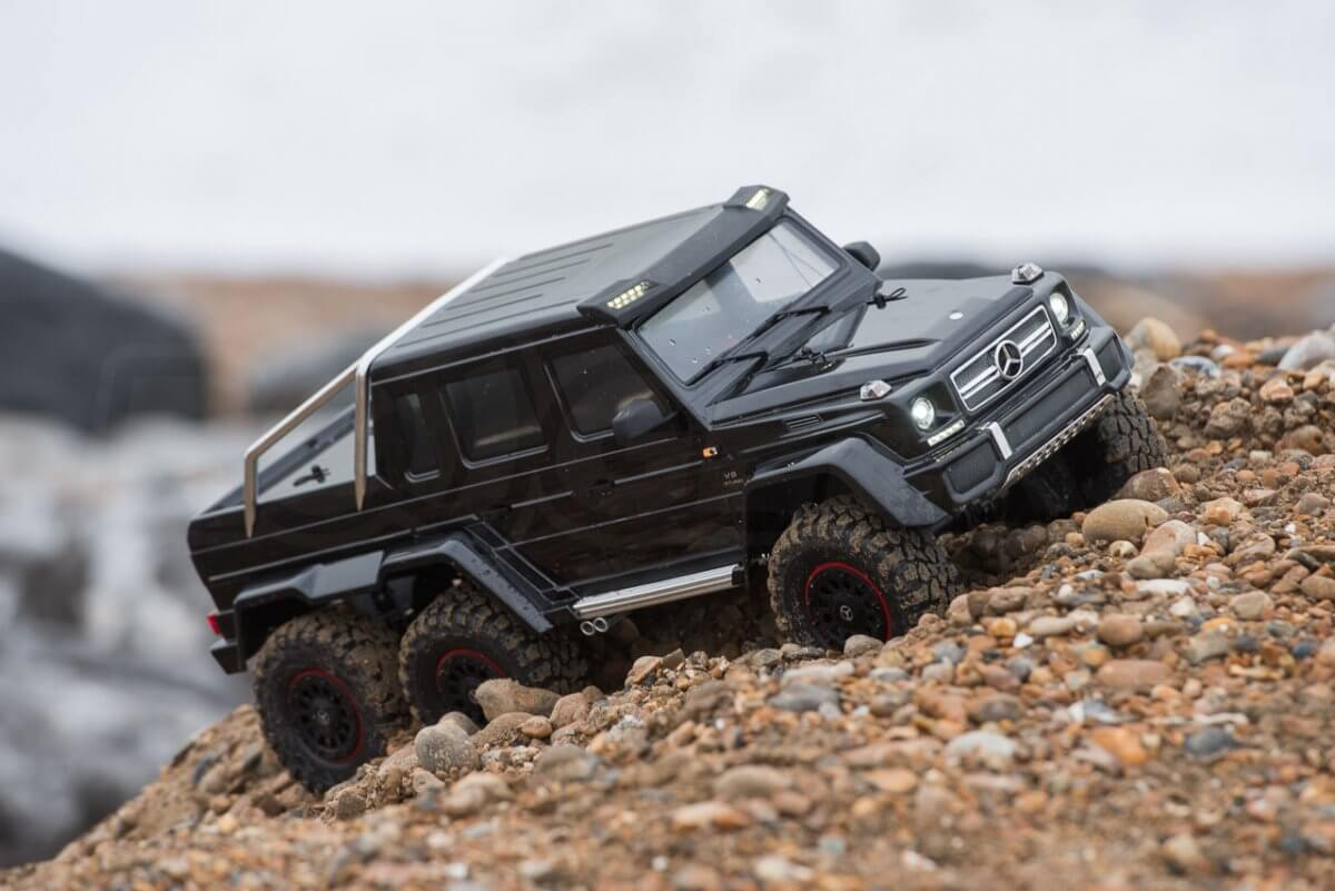 Traxxas TRX-6 Mercedes Benz G63 AMG Review digging out of gravel