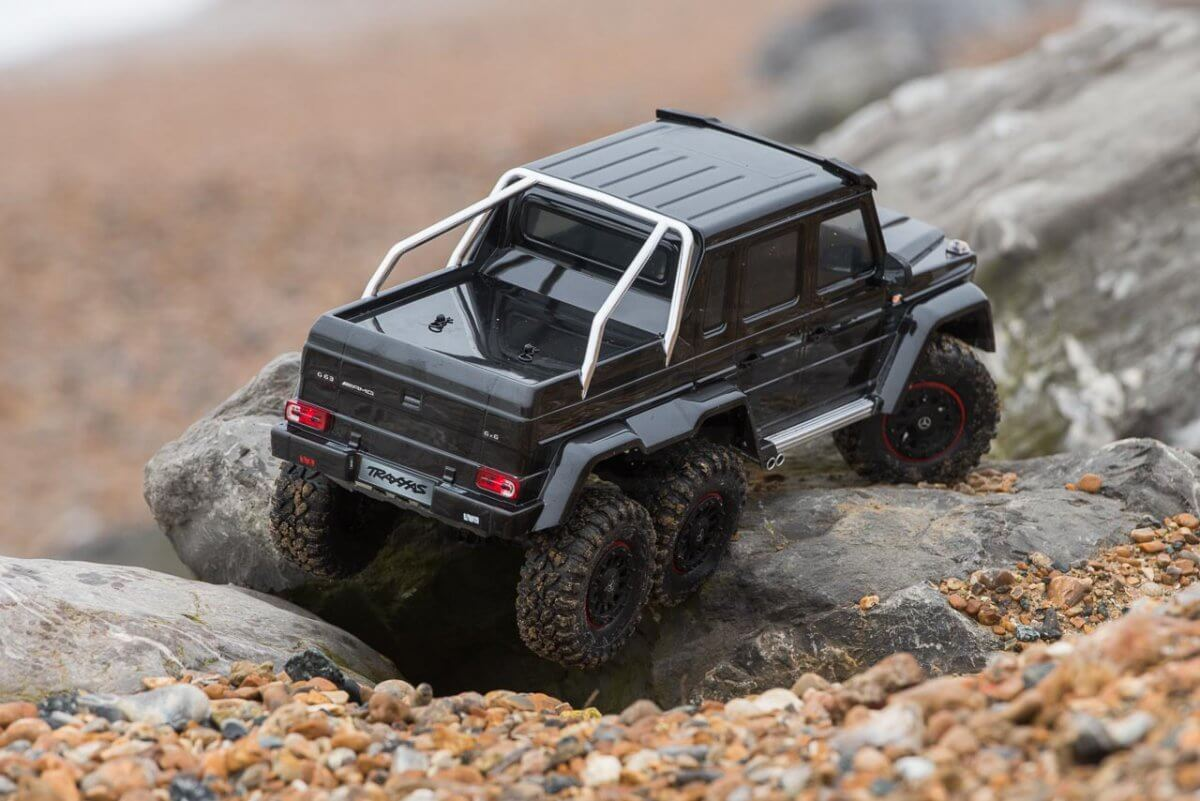 Traxxas TRX-6 Mercedes Benz G63 AMG Review digging out of gravel rear