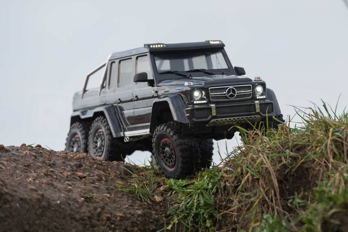 Traxxas TRX-6 Mercedes Benz G63 AMG Review mud decent
