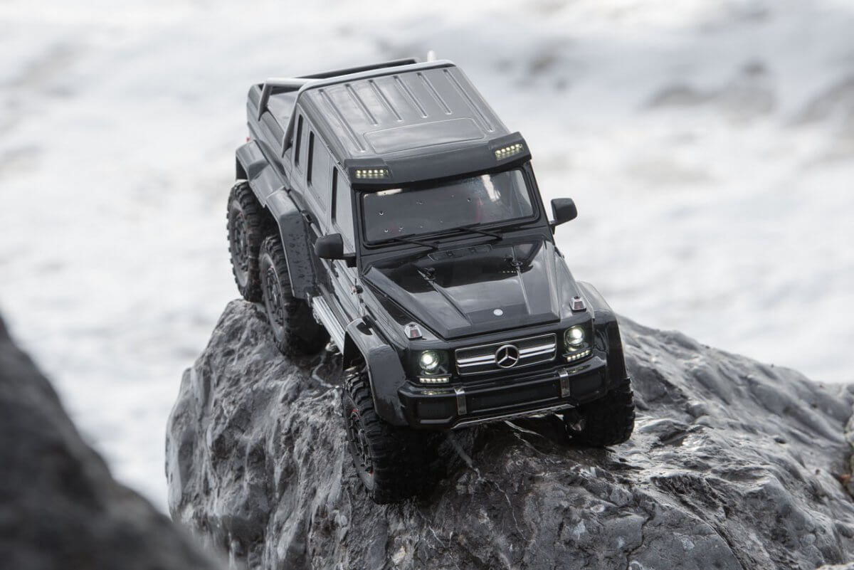 Traxxas TRX-6 Mercedes Benz G63 AMG Review on a rock tight