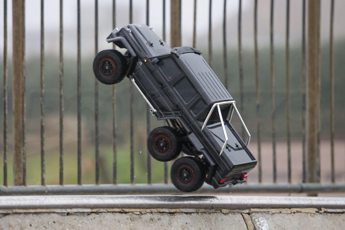 Traxxas TRX-6 Mercedes Benz G63 AMG Review skatepark catching some air