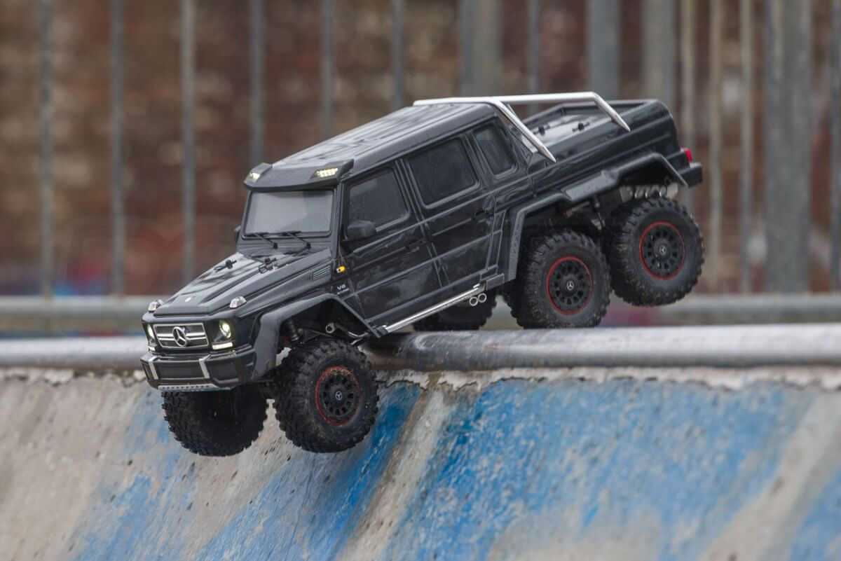Traxxas TRX-6 Mercedes Benz G63 AMG Review skatepark drop in