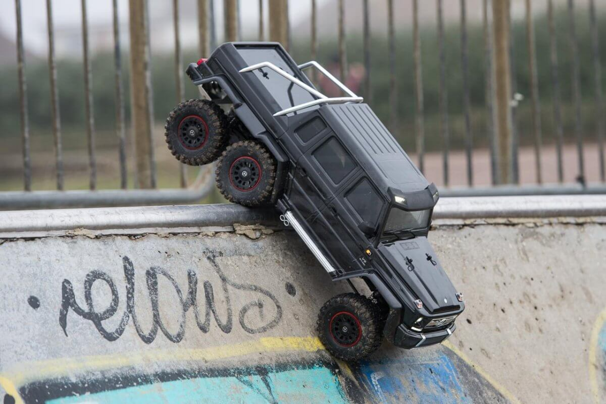 Traxxas TRX-6 Mercedes Benz G63 AMG Review skatepark dropping in