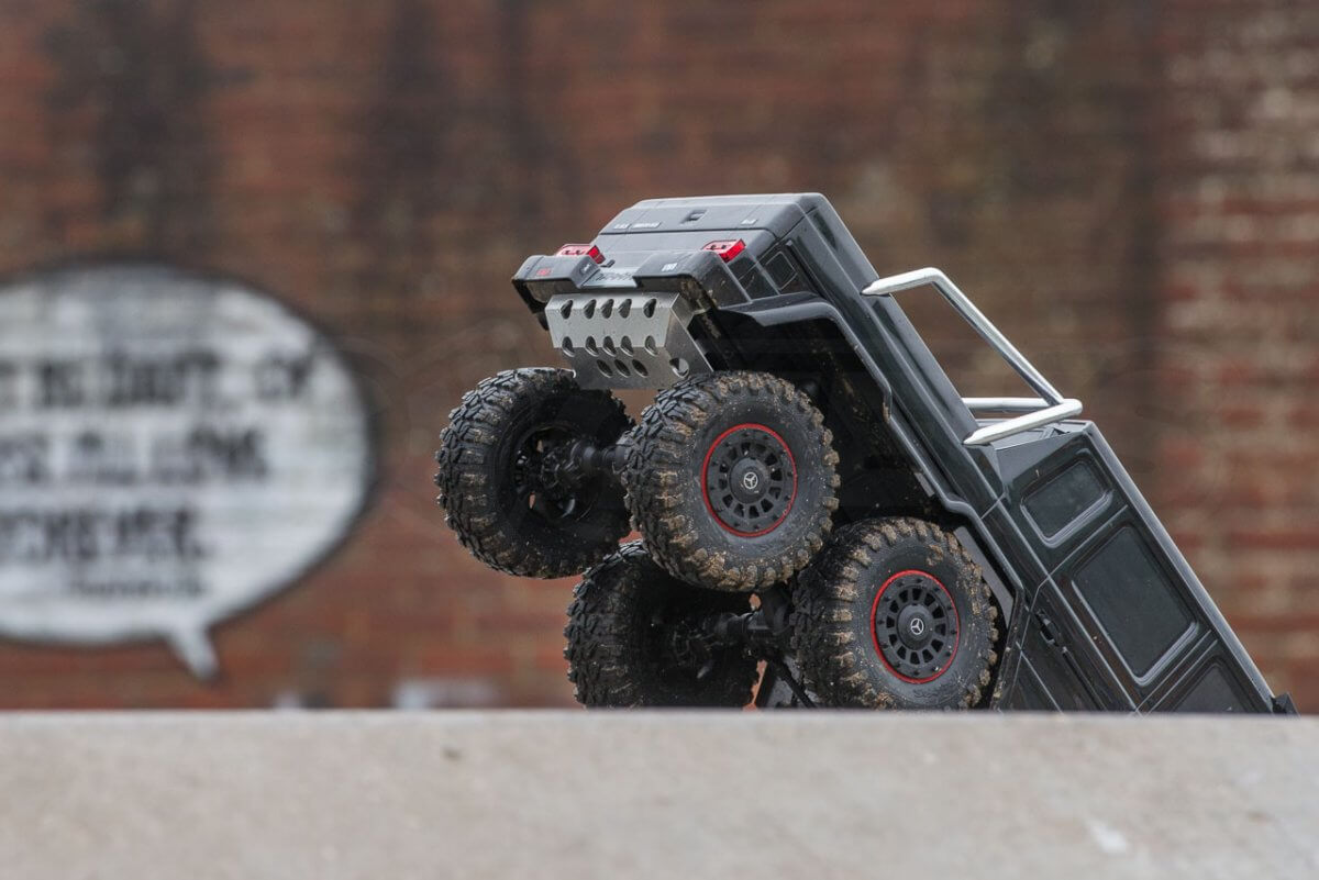 Traxxas TRX-6 Mercedes Benz G63 AMG Review skatepark dropping in rear end grip