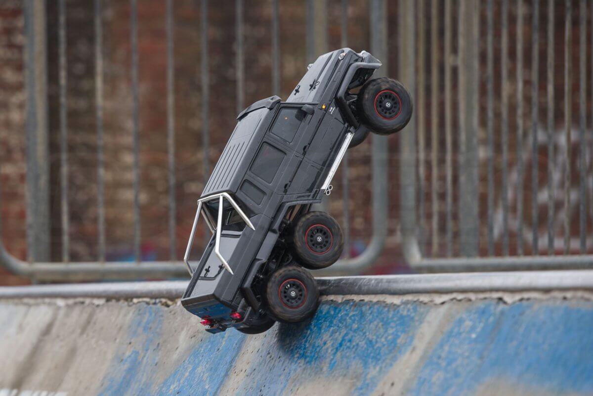 Traxxas TRX-6 Mercedes Benz G63 AMG Review skatepark takeoff